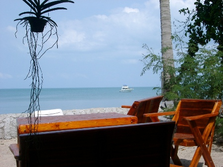 lipa lovely samui / big John seafood - picture: bench at the beach